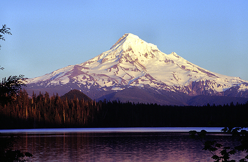 Famous_View_of_Lost_Lake_Mount_hood_in_the_distance